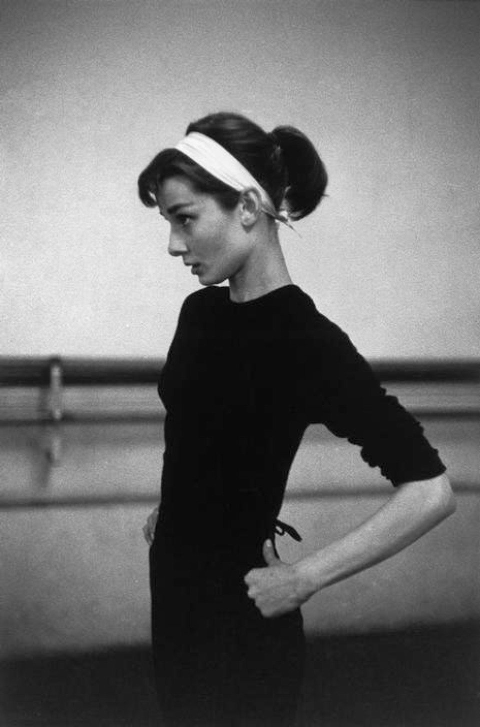 david_seymour_paris_audrey_hepburn_headband_960x640